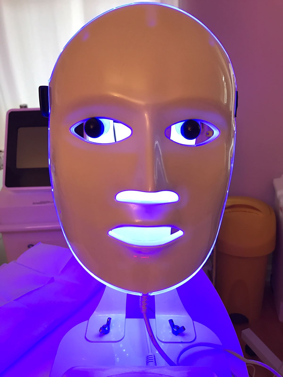 NEW TREATMENT ALERT – LED LIGHT THERAPY